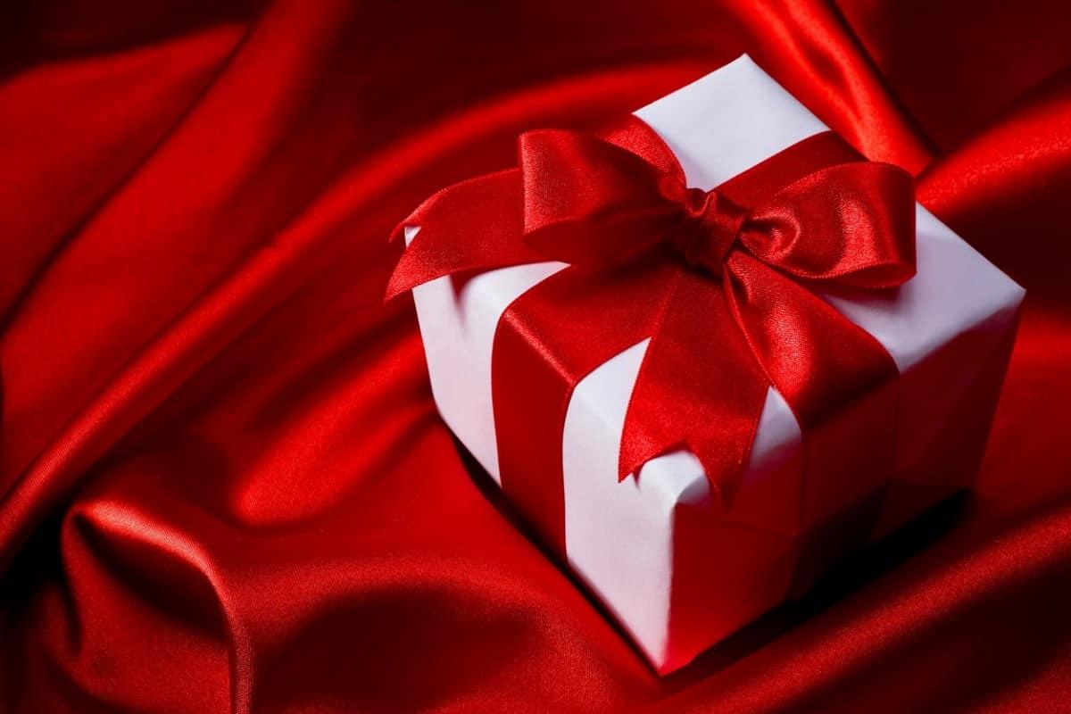 صور هدايا 2020 و اجمل هدايا عيد الميلاد للحبيب Flower Box Gift Wedding Gifts Packaging Wedding Gift Boxes