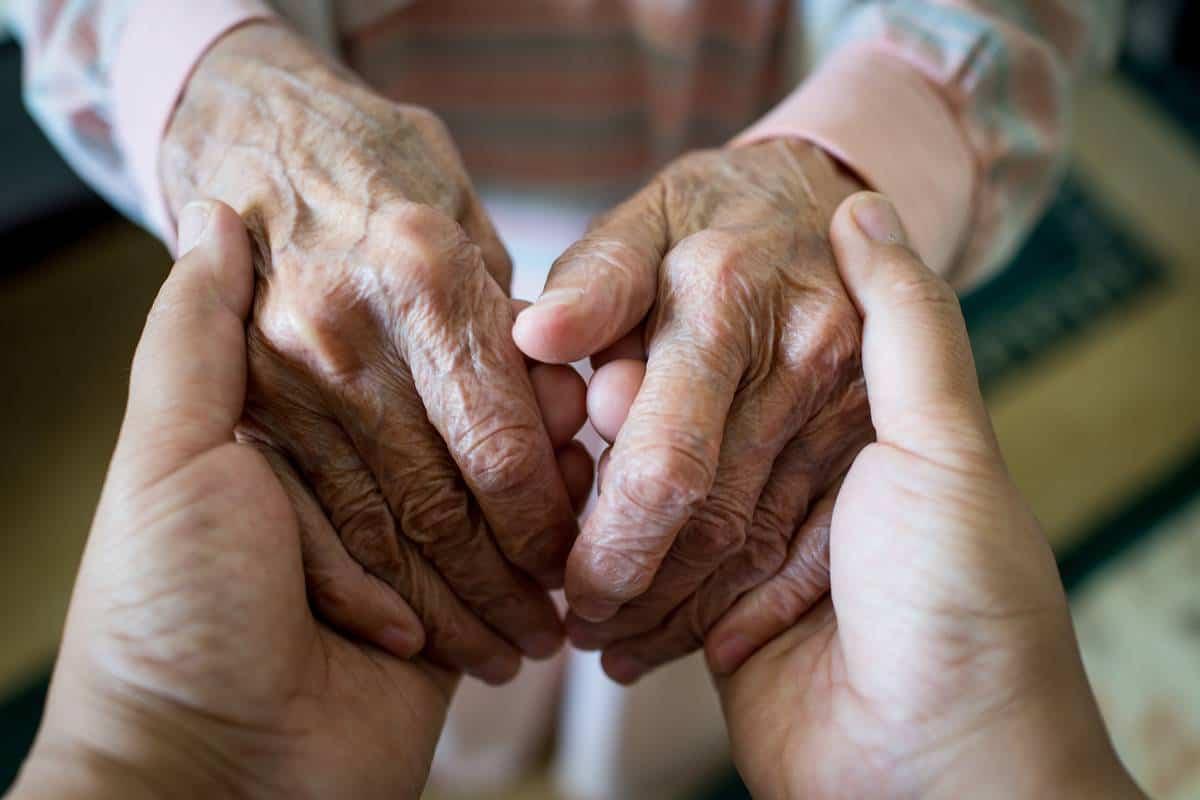 احاديث شريفة عن المسنين مجلة البرونزية