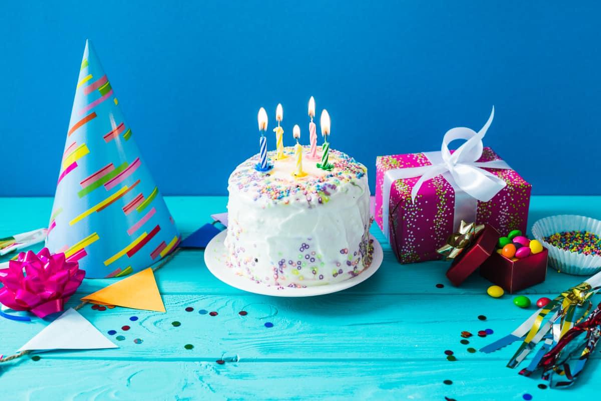 أرق عبارات تهنئة عيد ميلاد للاطفال مجلة البرونزية