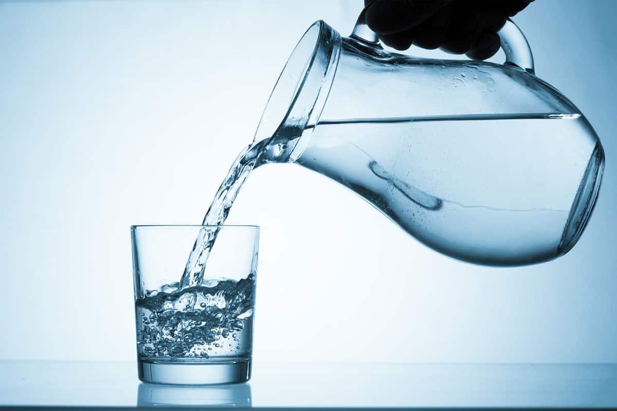 ما هي فوائد الماء والملح للفم مجلة البرونزية