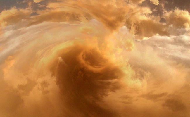 ما الظروف التي تنشأ عنها العواصف الرملية