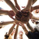 حوار بين شخصين عن التعاون