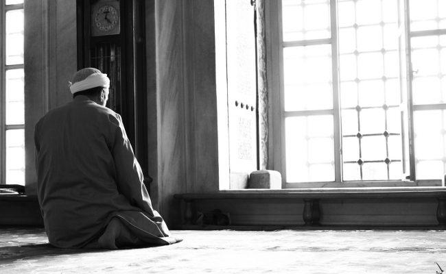 هل يجوز فتح المحلات وقت الصلاة