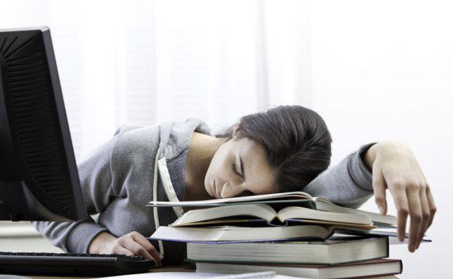أسباب تعب الجسم عند الاستيقاظ من النوم