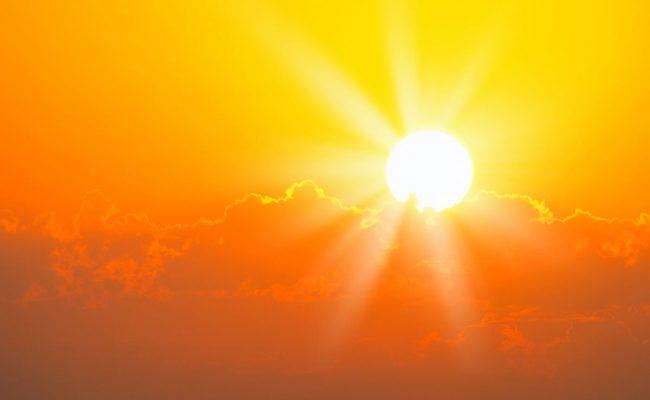 من يجعل الشمس تشرق اشعتها الذهبيه